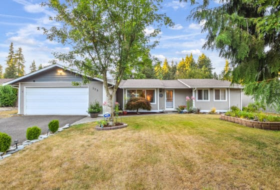 EXPANSIVE RAMBLER IN THE HEART OF MARTHA LAKE